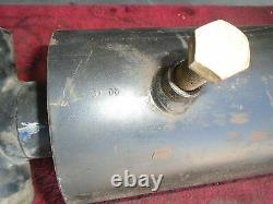 Cylindre Hydraulique Tige À Double Action 5 1/2 Alésage, 2 1/2 Tige, 16 Temps